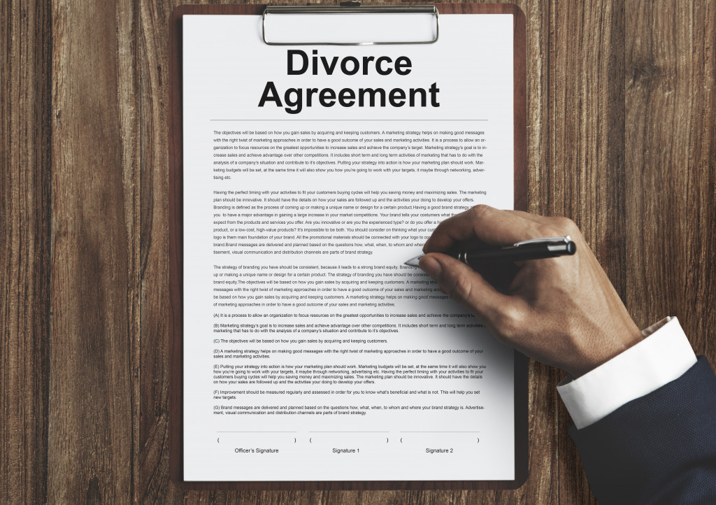 person signing divorce paper